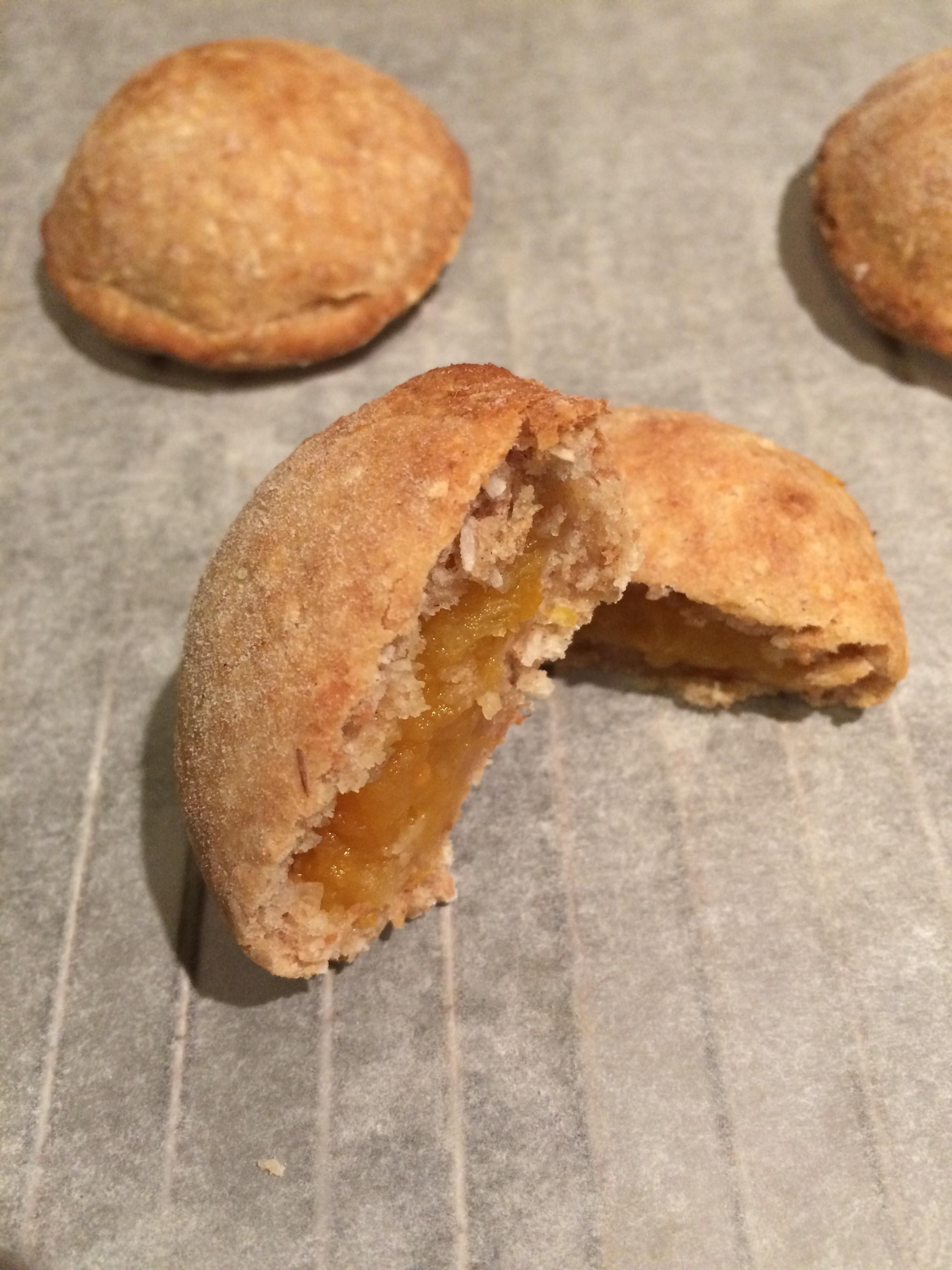 Scone-met-abrikozenjam-koekjes
