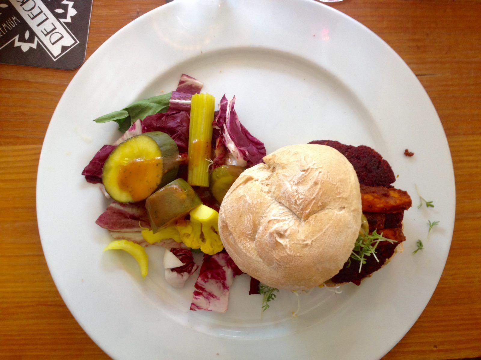 Dineren Bij Gys: Kikkererwtenburgers En Alternatieve Kapsalons